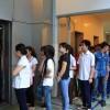 Người nước ngoài trố mắt vì người Việt đi 1 tầng cũng đợi thang máy