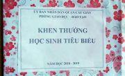 """Hà Nội: Học sinh giỏi """"sốc"""" khi lên nhận phần thưởng là... một tờ giấy!"""