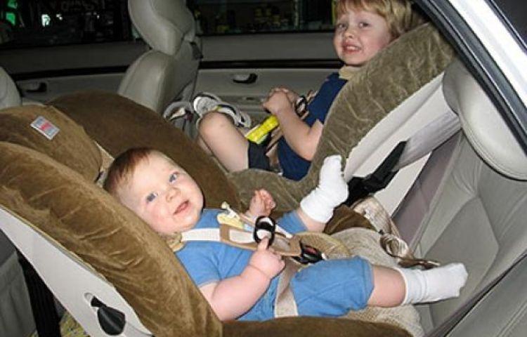 Cách chọn vị trí ngồi an toàn nhất cho trẻ theo từng độ tuổi khi đi ô tô