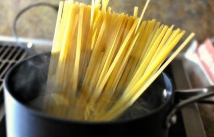 Tự làm mì spaghetti sốt phô mai béo ngậy cho bữa sáng