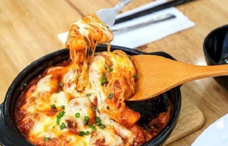 Tự làm Tokbokki phô mai Hàn Quốc siêu ngon tại nhà