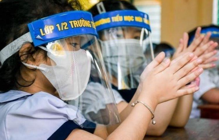 Trường không mở điều hòa, phụ huynh lo con đi học chưa mắc COVID-19 đã lăn ra ốm