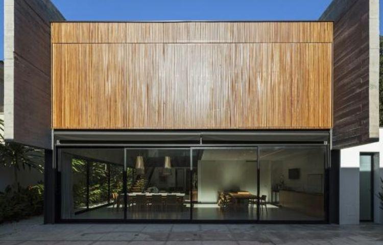 """Ngôi nhà """"lạ"""" vì tầng trệt không xây tường"""
