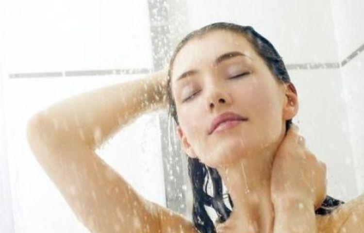 Tác hại khôn lường của việc tắm gội khuya