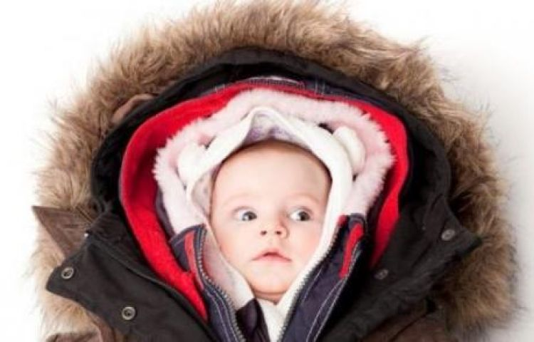 Nguyên tắc giữ ấm 3 nên 7 tránh cho trẻ trong mùa lạnh: Nhiều lớp quần áo chưa chắc đã tốt