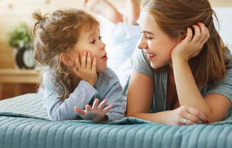 ''Trẻ sẽ thông minh hơn khi thường xuyên trò chuyện với cha mẹ''