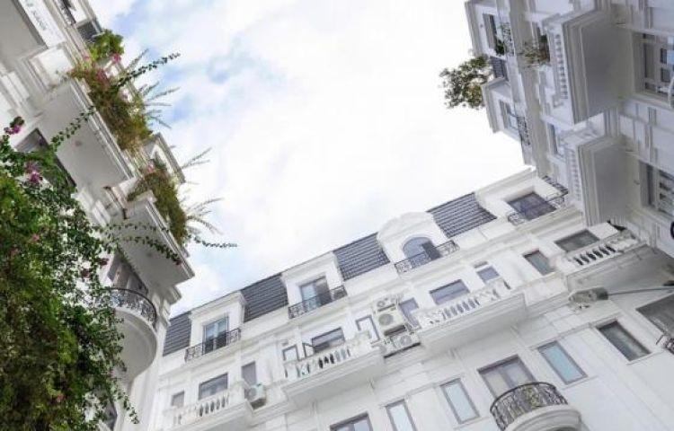 Biệt thự trắng hoành tráng ở con phố sầm uất bậc nhất Hà Nội