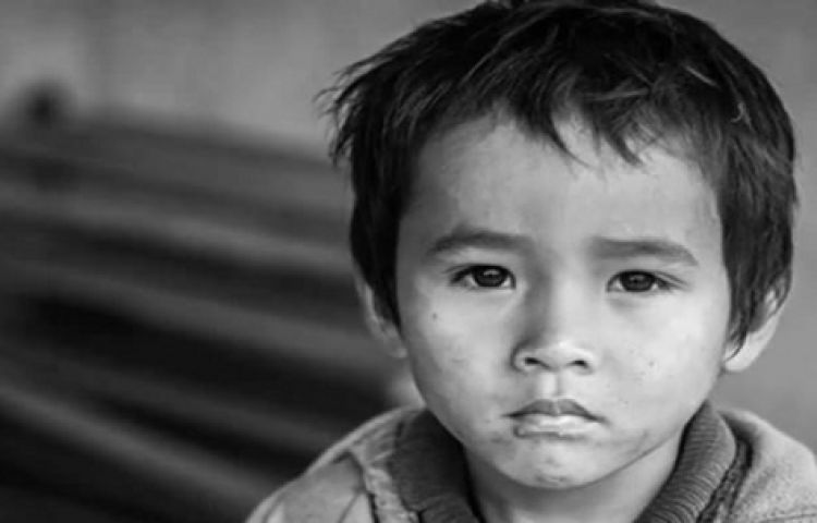 Ngâγ thơ – Bài học quý giá mẹ dạγ con trước khi mất : Đừng để ý ánh mắt người khác