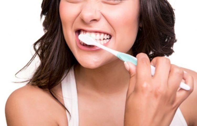 Đánh răng ngay sau khi ăn có tốt không?