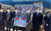 Lô 500.000 liều vắc-xin Covid-19 do Trung Quốc viện trợ về Hà Nội