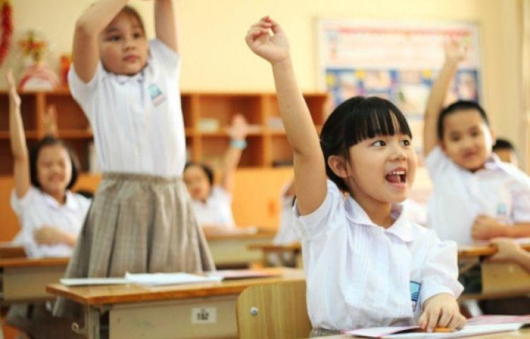 Tranh cãi ''gắt'' về chuyện cha mẹ ở nhà 15m2 dành tiền tỷ cho con học trường quốc tế