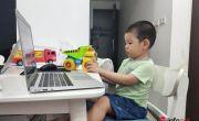 Tôi nên làm gì khi con trai lớp 1 đang học online thì đòi ăn bánh, chơi đồ chơi?